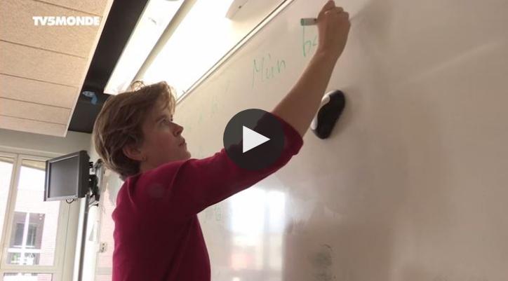 Vidéo (TV5Monde) : Wolof, mandingue, bambara… ces Russes qui enseignent les langues africaines à Paris
